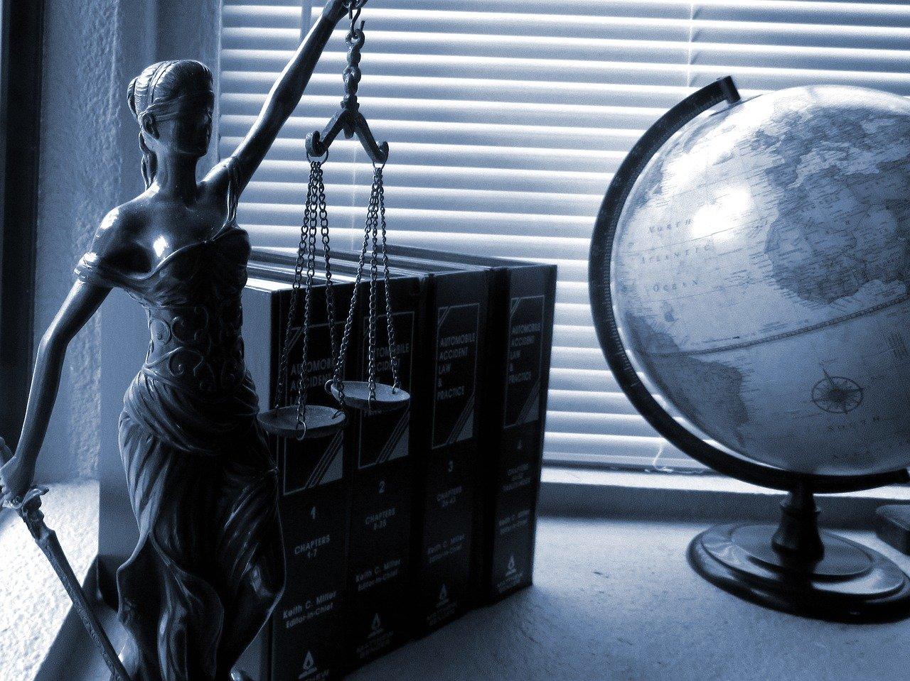 公務員のアフィリエイトをOKとする弁護士さんもいらっしゃるけど…