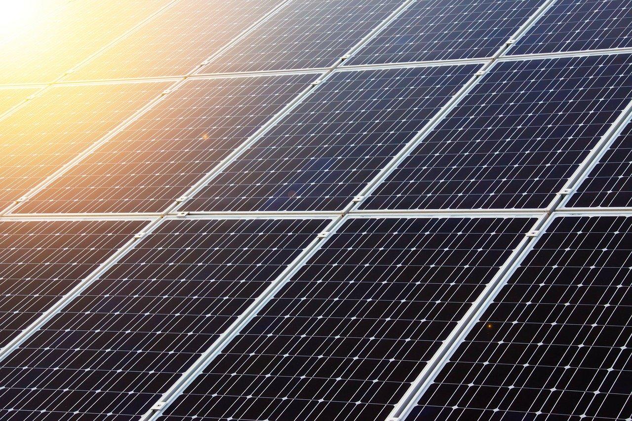 公務員の副業に太陽光発電はありか?10kW未満なら承認や許可もいらないけれど…