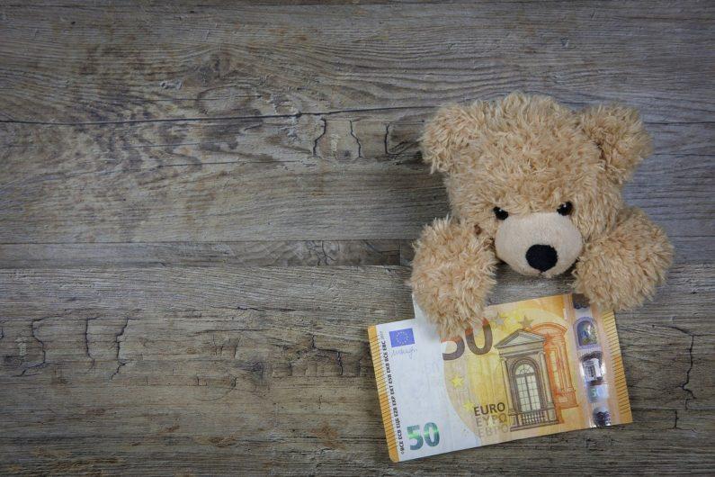 公務員への謝礼は商品券や図書カードにすれば大丈夫?非課税になる?