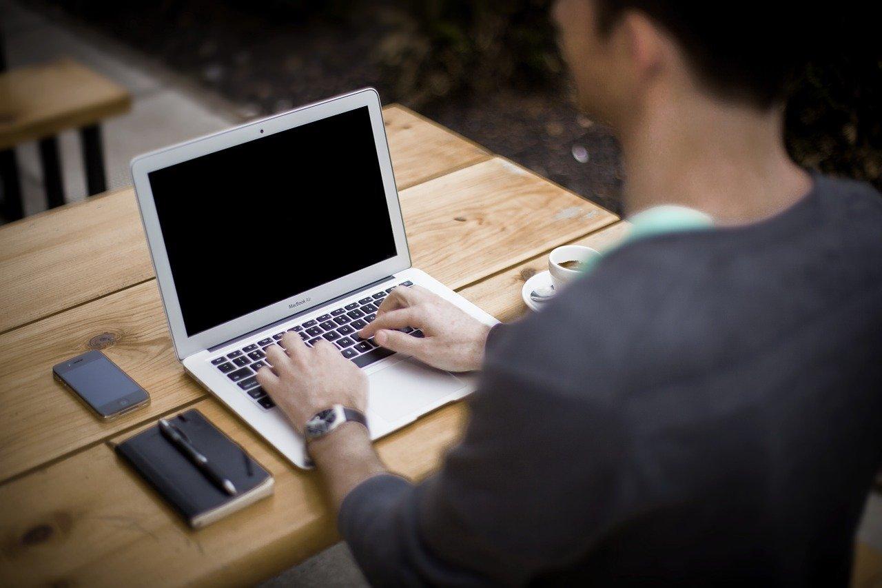 公務員が副業でブログから広告収入を得たら違法!抜け道もあるが懲戒処分もある